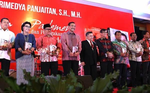 Trimedya Panjaitan, Si Anak Medan Spesial di Senayan - JPNN.com