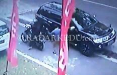 Kaca Mobil Dipecah, Rp 49 Juta Amblas - JPNN.com