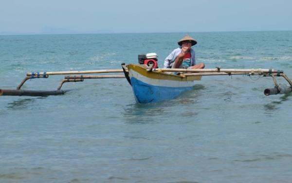 Ombak Besar, Nasib Nelayan Menyedihkan - JPNN.com