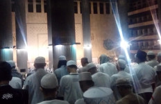 Gerimis, Jemaah Aksi 112 Menyemut ke Istiqlal - JPNN.com