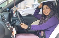 Erna, Penghasilan sebagai Driver Taksi untuk Beli Obat - JPNN.com