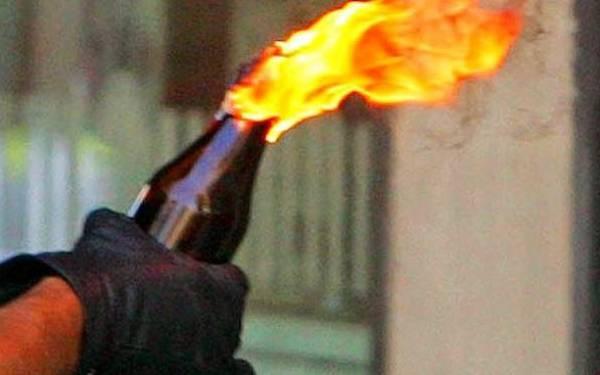 Duaaaar ! Rumah Sulaiman Dilempari Bom Molotov - JPNN.com