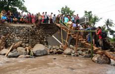 10 Korban Jembatan Putus Ditemukan Meninggal - JPNN.com