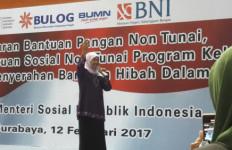Mensos Serahkan Bansos Rp 229 Miliar untuk Lamongan - JPNN.com