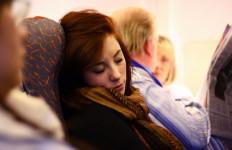 6 Tips Agar Mudah Tidur di Pesawat - JPNN.com