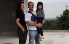 Ihsan Dikabarkan Putus dengan Denada, Ibunda Syok - JPNN.com