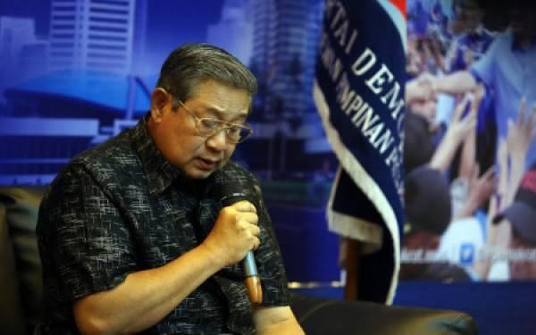 Ziarah di TMPNU Kalibata, SBY: Ini Kain Batik Pilihan Bu Ani - JPNN.com