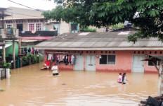 Ratusan Rumah di Jakarta Timur Terendam Banjir Dua Meter - JPNN.com