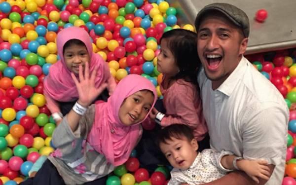 Irfan Hakim dan Keluarga Menjalani Tes Swab, Hasilnya? - JPNN.com