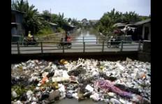 Sungai Bekasi Tercemar Limbah Beracun - JPNN.com