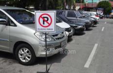Ingat! Mulai Senin Berlaku Parkir Zona - JPNN.com