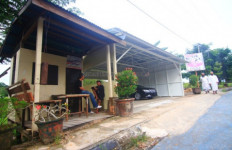Lihatlah, Garasi Mobil Anak Wakil Gubernur Tabrak Perda - JPNN.com