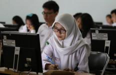 UNBK SMA, 29 Persen Sekolah Pinjam Komputer - JPNN.com