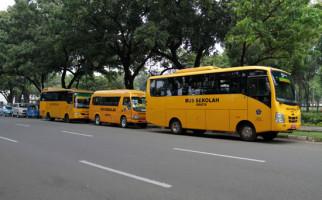 50 Bus Sekolah Dikerahkan Angkut Penumpang KRL yang Terlantar - JPNN.com