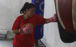 Keren, Tiga Petinju Kepri Lolos ke Semifinal Piala Kapolri - JPNN.com