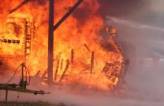 Kebakaran Tewaskan Empat Orang di Pusat Bisnis India - JPNN.com