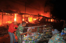 Pasar Manonjaya Dilalap Api, Kecelakaan atau Disengaja? - JPNN.com