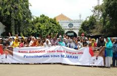 Ziarahi Makam Mbah Priok, Warga Berterima Kasih ke Ahok - JPNN.com