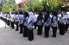 Alasan Usia, 4.000-an Bidan PTT Tak Bisa Diangkat PNS - JPNN.com