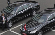 Mercedes-Benz Tak Sembarangan Melayani Permintaan Mobil Antipeluru - JPNN.com