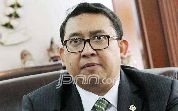 Mobil Jokowi Mogok, Fadli Zon: Ganti Saja Sama Esemka - JPNN.com