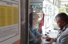 Ratusan Calon Penumpang KA Padati Stasiun Bekasi - JPNN.com