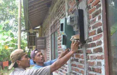 721.008 Rumah Tangga Tidak Mampu Pasang Listrik - JPNN.com