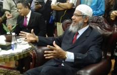 Begini Pandangan Zakir Naik soal Kandungan Al Maidah 51 - JPNN.com