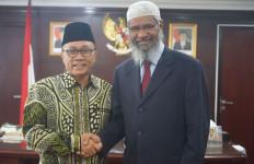 Zakir Naik: Islam Intoleran kepada Perusak Perdamaian - JPNN.com