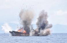 Dua Kapal Ikan Asal Filipina Ditenggelamkan - JPNN.com