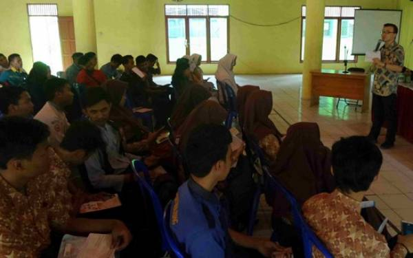 Kuliah Sambil Magang Digaji Rp 5 Juta Per Bulan - JPNN.com