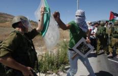 Musim Panen Tiba, Ladang Zaitun Petani Palestina Dibakar Pemukim Israel - JPNN.com
