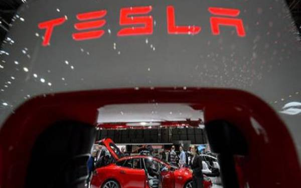 Tesla Digugat Konsumen Karena 2 Kelalaian - JPNN.com