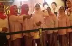 Nonton Kartini, Para Perempuan pun Berkebaya - JPNN.com