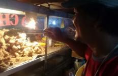 Jualan Ayam Goreng di Pinggir Jalan, Omzet Rp 39 Juta - JPNN.com