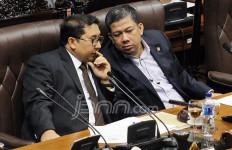 Tok Tok Tok... Fahri Hamzah Ketukkan Palu DPR untuk Pengesahan RUU Pesantren - JPNN.com