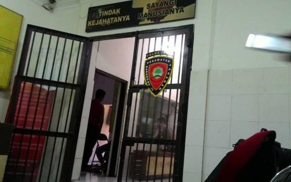 Massa Geruduk Mapolsek, Hajar Dua Tahanan Hingga Remuk - JPNN.com