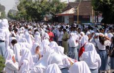 Belum Bayar Iuran, 5 Siswi SMK Disuruh Guru Jual Diri - JPNN.com