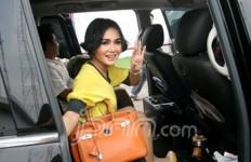 Jajal Fitur Baru Pegadaian, Yuni Shara Cicil Perhiasan di Distro Galeri 24 Bandung - JPNN.com