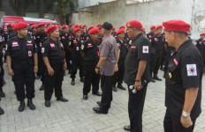 Pegang Perekam Gambar, Satgas PDIP Jabar Jaga Daerah Perbatasan - JPNN.com