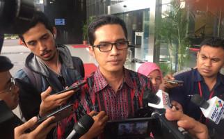 Usut Kasus Korupsi Bupati Kotim, KPK Geledah Sebuah Rumah di Tanjungpinang - JPNN.com