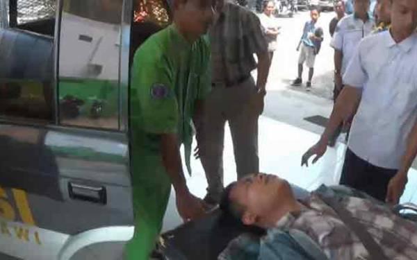 Kasihan Banget...Kelaparan, Pingsan di Jalan - JPNN.com