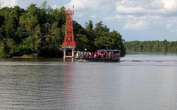Pulau Ini Indah, Dijaga Buaya Kutukan Sang Raja - JPNN.com