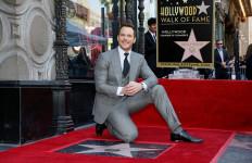 Mantan Pramusaji Dianugerahi Bintang Hollywood Walk Of Fame - JPNN.com