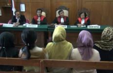 Ketika Para Ibu Curhat Soal Arisan Risma Pada Hakim - JPNN.com