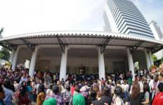 Disambangi Ratusan Warga Jakarta, Ahok: Maaf ya Bu, Saya Sudah Terlambat - JPNN.com