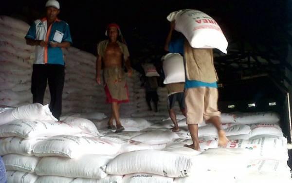 Stok Pupuk Subsidi di Jabar dan Banten Dipastikan Aman - JPNN.com