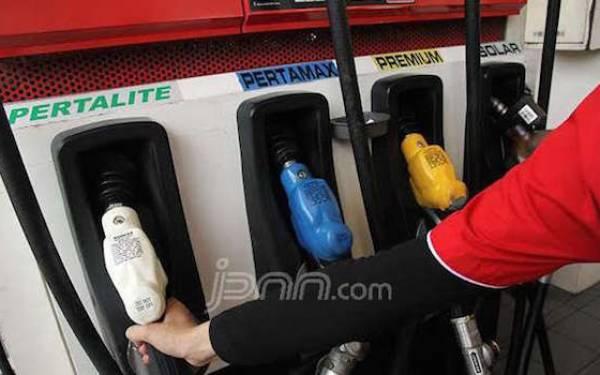 Pertamina Potong Harga Pertamax Rp 250 Per Liter - JPNN.com