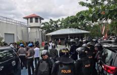 Dua Tahanan Kabur Menyerah Setelah Dibujuk Sang Istri - JPNN.com