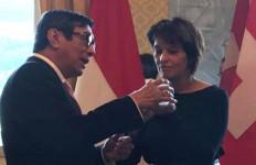 Menkumham Diskusikan Peluang Kerja Sama dengan Presiden Konfederasi Swiss - JPNN.com